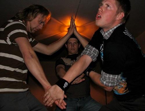 テンション高めな3人の若者